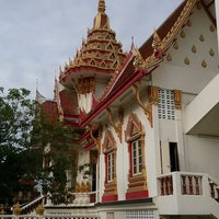 Photo taken at Wat Intharawat (Wat Pradu) by Sittidej N. on 7/20/2013