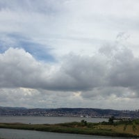 Photo taken at büyükşehir belediyesi kuş gözetleme kulesi by Mücahit on 6/20/2014