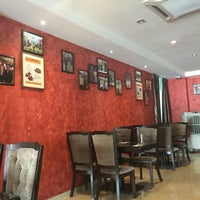 Photo taken at d'Tandoor Restaurant by Mira I. on 5/15/2016