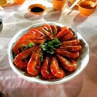 Photo taken at Hua Yu Wee Restaurant by Tom M. on 9/20/2016