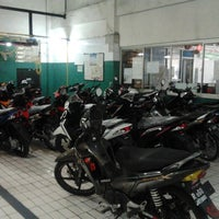 Photo taken at Kompo Motor (AHASS 1650) by D. Yaksa A. on 7/11/2014