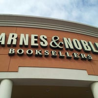 Foto tirada no(a) Barnes & Noble por Luis G. em 10/15/2012