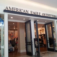 Photo taken at American Eagle Outfitters by Luis G. on 3/29/2013