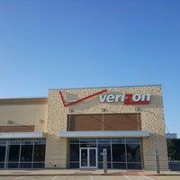 Photo taken at Verizon by Yext Y. on 10/26/2016