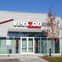 Photo taken at Verizon by Yext Y. on 9/24/2016