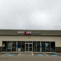 Photo taken at Verizon by Yext Y. on 9/22/2016