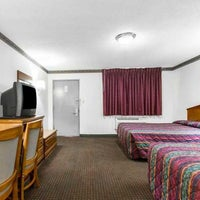 Photo taken at Econo Lodge by Yext Y. on 9/18/2017