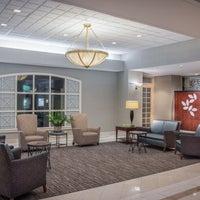 Photo taken at Holiday Inn Arlington At Ballston by Yext Y. on 8/9/2017