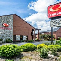 Photo taken at Econo Lodge by Yext Y. on 9/19/2017