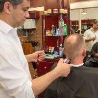 รูปภาพถ่ายที่ Manhattan Barber Shop โดย Yext Y. เมื่อ 4/2/2018