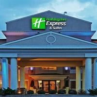 Photo taken at Holiday Inn Express Chicago-Palatine/N Arlngtn Hts by Yext Y. on 2/28/2017