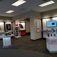 Photo taken at Verizon by Yext Y. on 9/28/2016