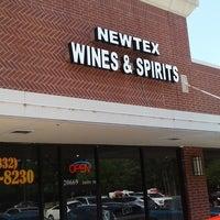 Photo prise au Newtex Wines and Spirits par Yext Y. le4/29/2017