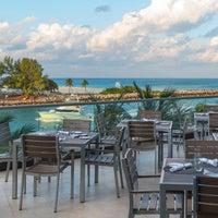 Photo taken at Artisan Beach House Restaurant & Sunset Lounge by Yext Y. on 8/6/2017