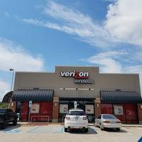 Photo taken at Verizon by Yext Y. on 10/10/2016