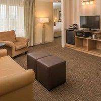 Foto diambil di DoubleTree by Hilton Hotel Portland - Beaverton oleh Yext Y. pada 1/18/2018