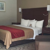 Photo taken at Comfort Inn Middletown-Red Bank by Yext Y. on 9/18/2017