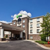 Photo taken at Holiday Inn Express & Suites Anniston/Oxford by Yext Y. on 2/28/2017