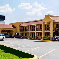 Photo taken at Econo Lodge McAlester by Yext Y. on 9/19/2017