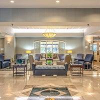 Photo taken at Holiday Inn Arlington At Ballston by Yext Y. on 7/28/2017