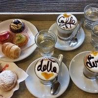Foto scattata a Caffè della Lirica da Yext Y. il 9/15/2017