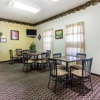 Photo taken at Econo Lodge by Yext Y. on 5/21/2016