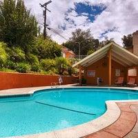 Снимок сделан в Best Western Woodland Hills Inn пользователем Yext Y. 7/25/2017