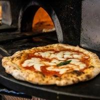 Foto scattata a Pizzeria Carminiello da Yext Y. il 5/12/2017