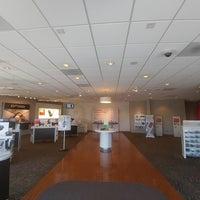 Photo taken at Verizon by Yext Y. on 10/18/2016
