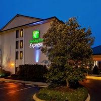 Photo taken at Holiday Inn Express Nashville W I40/Whitebridge Rd by Yext Y. on 4/18/2017