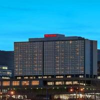 Photo taken at Sheraton Denver West Hotel by Yext Y. on 1/22/2017