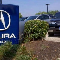 Photo taken at Acura Columbus by Yext Y. on 12/8/2016