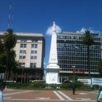 Foto tirada no(a) Plaza de Mayo por Ana B. em 3/5/2013