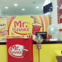 Photo taken at Mr. Shake Campo Belo by Polly L. on 6/15/2014