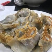 Foto tomada en Lan Zhou Handmade Noodle & Dumpling por Traci K. el 4/23/2018