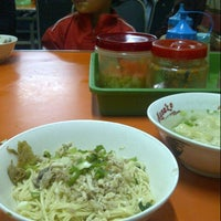 Photo taken at Mie Jakarta 69 Peterongan by Meirza R. on 1/4/2015