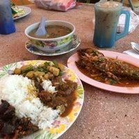 Photo taken at Restoran Causeway Nasi Padang Ina by Ted on 5/20/2014