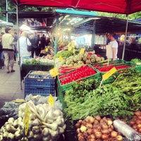 Das Foto wurde bei Wochenmarkt Winterfeldtplatz von Matas am 6/8/2013 aufgenommen