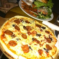 Das Foto wurde bei Insomnia Restaurant and Lounge von Suman B. am 5/13/2013 aufgenommen