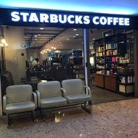 Foto tirada no(a) Starbucks por Saqr Almass em 7/1/2017