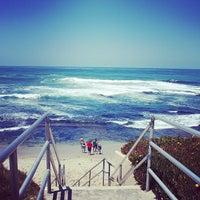 Das Foto wurde bei La Jolla Beach von enomicar am 5/19/2013 aufgenommen