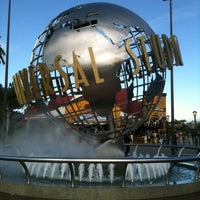 Foto scattata a Universal Studios Hollywood Globe and Fountain da Emily C. il 12/27/2012