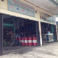 Photo taken at Benua Kencana Mobil by teuku s. on 6/29/2014