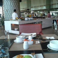 Photo taken at restoran novotel golf & resto by Herbin A. on 10/29/2013