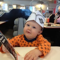 Photo taken at Steak 'n Shake by Nickolai L. on 10/31/2012