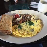 Photo taken at B3 Breakfast & Burger Bar by Plaa 普. on 2/12/2017
