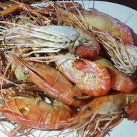 Photo taken at เจ๊อึ่งซีฟู๊ด (ป่าคั่น) Jae Aung Seafood by June S. on 6/3/2017