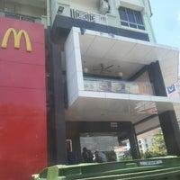 Photo taken at McDonald's & McCafé by Ain 진. on 3/26/2013