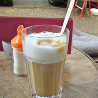 Das Foto wurde bei Café FOG von Thomas Stefan W. am 9/22/2012 aufgenommen