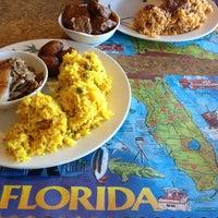 Foto tomada en Maracas Latin Restaurant por Sherry M. el 12/27/2012
